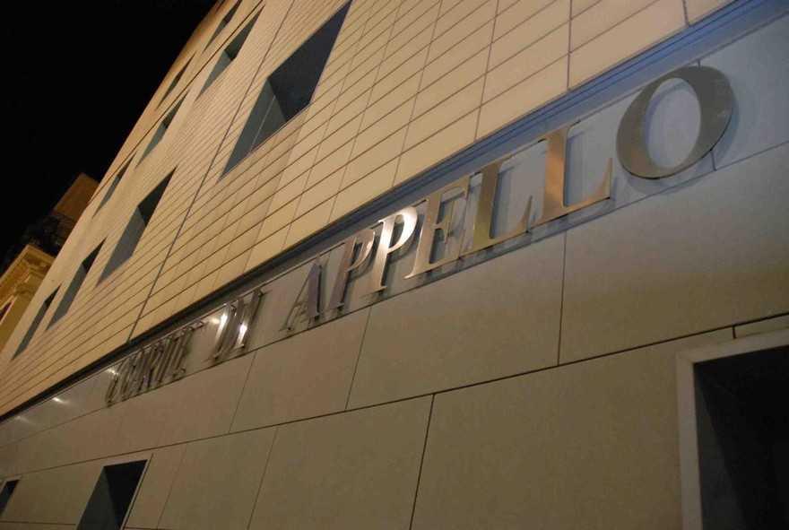 La Corte d'Appello di Ancona affida due minori ai nonni materni.