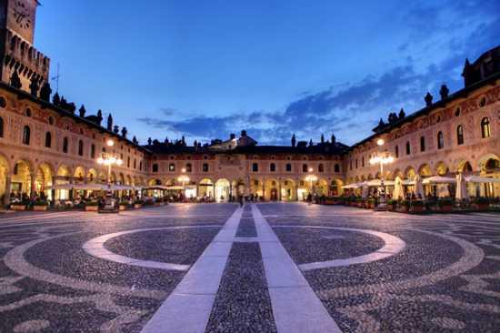 Il Tribunale di Pavia non tiene conto delle disperate richieste di una dodicenne, che vuole stare con la mamma